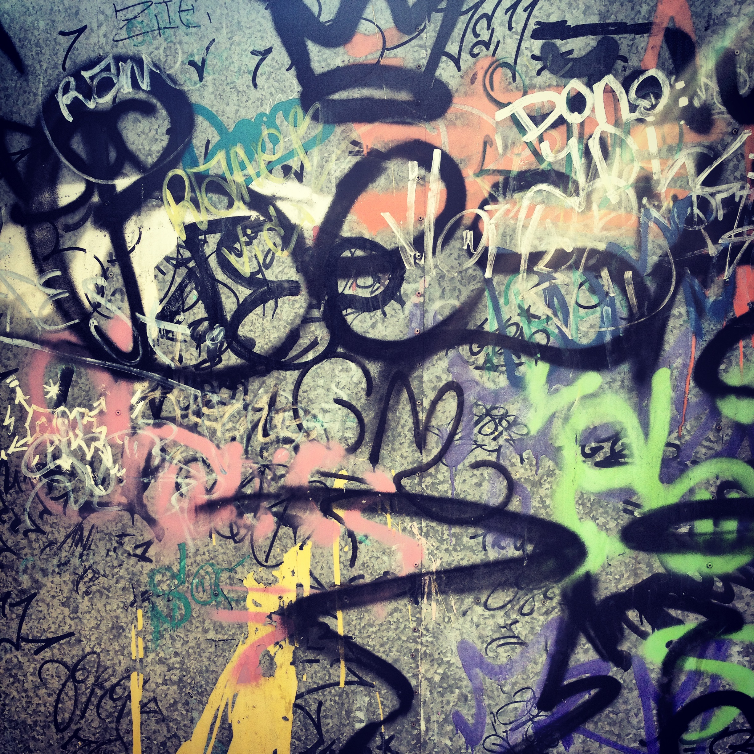 vandalism and graffiti artist In the debate over graffiti's classification as art or vandalism, i always fell somewhere in the middle: graffiti is, in it's purest form, an artistic expression of ideas and emotions, but it is also often unwarranted.